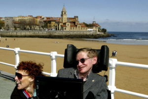 British astrophysicist Stephen Hawking (R) and his wife Elaine pose in front of the San Lorenzo beach in the northern Spanish city of Gijon April 10, 2005. Hawking, who won the Prince of Asturias Award for Concord in 1989, is in Asturias' capital to launch events celebrating the UNESCO-backed XXV Anniversary of the Prince of Asturias Awards with a conference scheduled for April 12. REUTERS/Alonso Gonzales