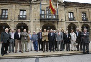 Miembros de aquella primera Corporación de Ayuntamiento democráticos (1979-1983). Foto tomada en abril de 2009.